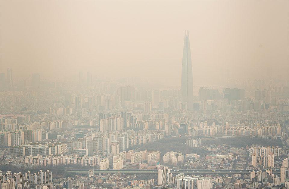 미세먼지로 가득한 서울 도심