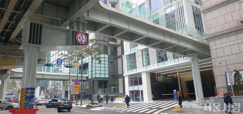 서울로7017 민간 건물 연결, 새 길 개통