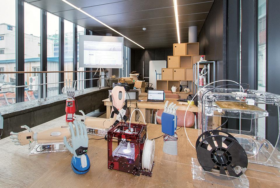 저비용 3D 프린팅 전자 의수 전문 업체 만드로주식회사