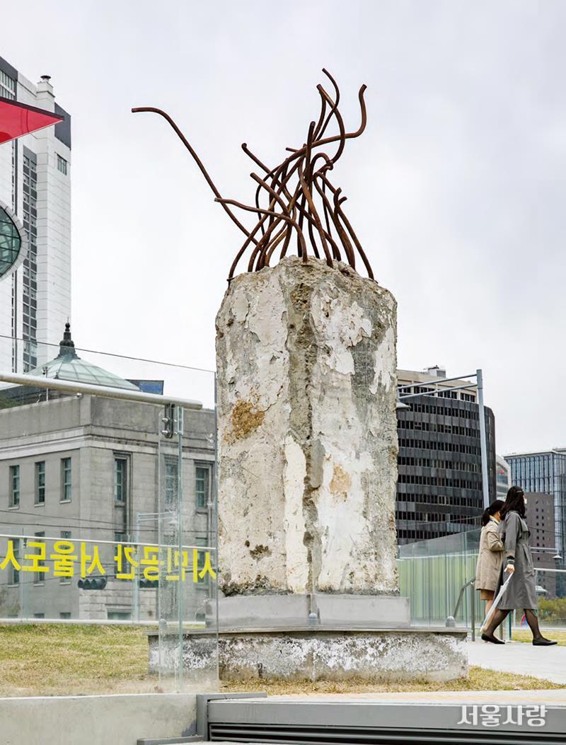 과거의 흔적이 남아 있는 서울마루.