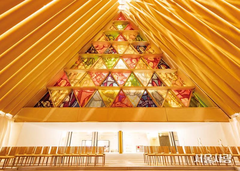 건축가 반 시게루의 종이 성당 모형.