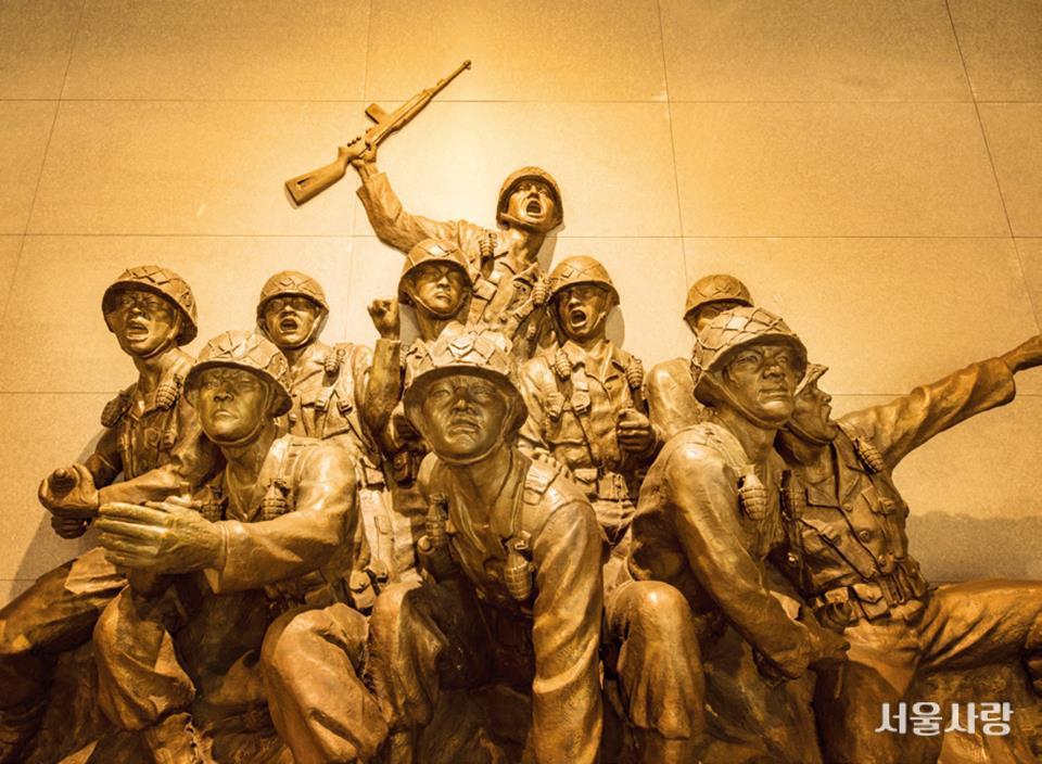 전쟁기념관 내부 전시실.