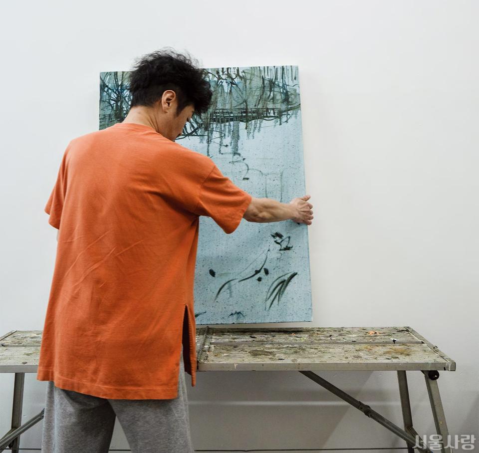 서울시립미술관에서 직접 운영하는 예술가 창작 지원 공간에서 만난 범진용 작가.