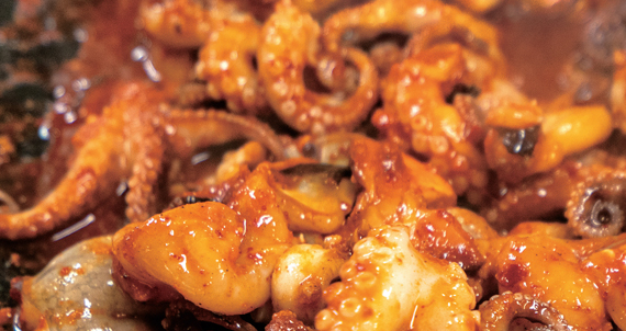 [취향의 발견][박찬일의 서울 맛골목 이야기] 낙지 울리는 주꾸미의 매운맛