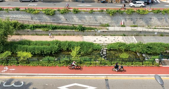 [서울 자전거길] 자전거 타고 청계천 변 달린다